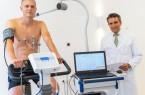 Joakim Nilsson bei der sportmedizinischen Untersuchung