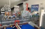 Ab Dienstag, 11. August, können interessierte Bürgerinnen und Bürger ein LEGO-Modell einer Smart City von der FIWARE Foundation in den neuen Räumlichkeiten der Digitalen Heimat PB auf dem Königsplatz 12 anschauen. Foto:© Stadt Paderborn