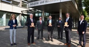 Depenbrock in Stemwede, Holzmanufaktur Harsewinkel und ZF Bielefeld mit Nachhaltigkeitspreis 2020 der Umweltstiftung ausgezeichnet.Foto: IHK