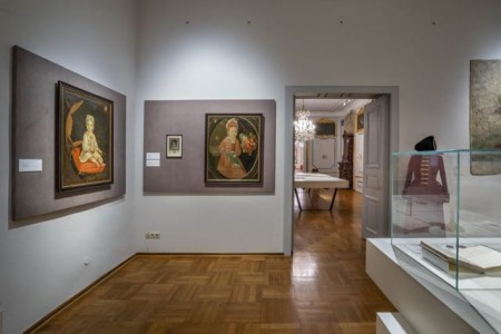 """Blick in die Ausstellung """"Standesgemäß"""" Foto: © Kalle Noltenhans (2020)"""