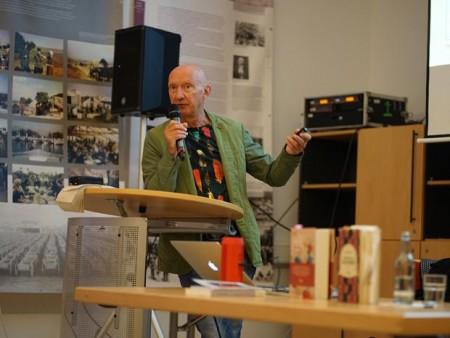 Prof. Dr. Carsten Gansel