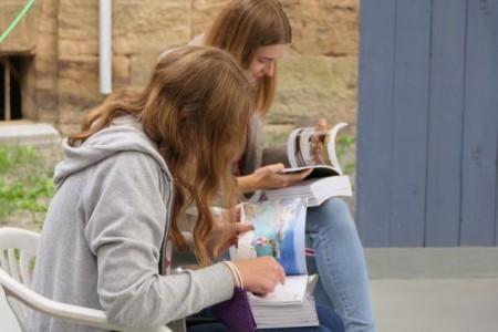 Jugendliche fotografieren ihre Persönlichkeit und machen daraus ein eigenes Fotobuch .Foto: Stadt Minden