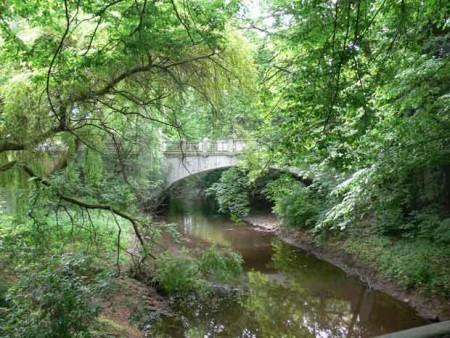 Weserglacis mit historischer Brücke