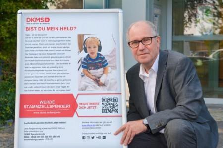 Schirmherr Landrat Manfred Müller bittet die Bevölkerung um Hilfe, einen Lebensretter für Benjamin zu finden.Fotos:Kreis Paderborn