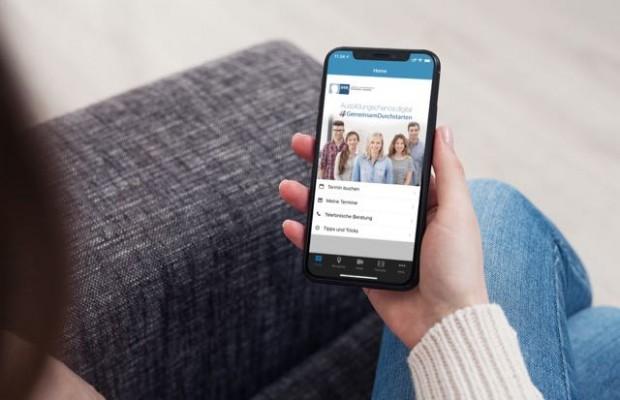 """Will Unternehmen und Jugendliche mit Ausbildungswunsch zusammenbringen: die IHK-App """"Ausbildungschance Digital"""". Foto: IHK"""