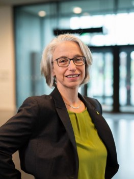 Prof. Dr. Michaela Brause ist Gründungsdekanin des neuen Fachbereichs Gesundheit. Foto: © FH Bielefeld / Fotograf: Felix Hüffelmann