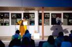 """Als Dankeschön für die Mitarbeiter*innen und einige Unterstützer*innen der Katholischen Bücherei Marienloh las Schauspielerin Tatjana Poloczek an einem wunderschönen Spätsommerabend aus Joachim Meyerhoffs """"Ach diese Lücke, diese entsetzliche Lücke"""".Foto: © Stadt Paderborn"""