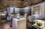 Blick in die Sonderausstellung. Zu sehen ist die Forschungsabteilung mit dem Qumran-Grabungsplan des Biblical Institute in Jerusalem. Foto: LWL/ K. Noltenhans