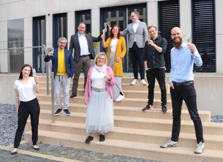 """(v.l.) Sabrina Wiehlmann, Rafael Erfurth, Martin Knabenreich, Marianne Weiß, Kati Bölefahr, Sven Nöcker, Marek von Seyfried und Jens Franzke. Auf dem Foto fehlen Franziska Beckmann und Isabell Sundermann."""" Foto: Medium"""