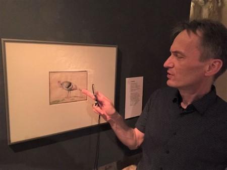 """Der Kunsthistoriker Dr. Michael Bischoff holt immer wieder spannende Kunstwerke aus dem Depot ans Licht, um sie in der Abteilung """"Grafik des Monats"""" den Museumsbesuchern zu zeigen."""