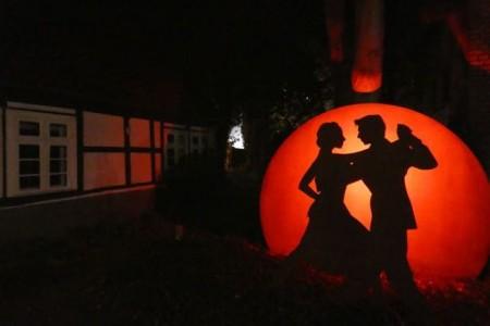 Tango im Mondschein: Romantische Szenerie am Stadtmuseum.Foto:Stadt Gütersloh