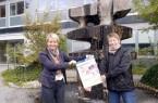 Carolin Wahl-Knoop (links) und Irmgard Rothkirch freuen sich auf viele kreative Programmierer Leitung Museumspädagogik Bild: Kreis Paderborn, Bildungs- und Integrationszentrum, Jörg Hagemann