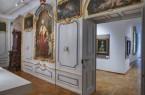 """Blick in die Ausstellung """"Standesgemäß"""" im Residenzmuseum Schloß Neuhaus.Foto: © Kalle Noltenhans"""