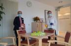 Das Nachtcafé im Klinikum Gütersloh wurde vom NRW-Landesministerium für Arbeit, Gesundheit und Soziales als vorbildlich für die Weiterentwicklung des nordrhein-westfälischen  Gesundheitswesens bewertet. Über diese Anerkennung freuen sich Demenz-Coach Katja Plock  (links) und Geschäftsführerin Maud Beste.  Klinikum Gütersloh gemeinnützige GmbH Maud Beste, Foto: Klinikum Gütersloh