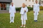 Bereits seit einem Jahrzehnt  besteht das zertifizierte Gynäkologische Krebszentrum der Klinik für  Frauenheilkunde und Geburtshilfe am Klinikum Gütersloh − das älteste von der Deutschen  Krebsgesellschaft zertifizierte Zentrum in Ostwestfalen-Lippe. Das freut (v.l.) den leitenden  Oberarzt Dr. Uwe Görner, Chefärztin Dr. Wencke Ruhwedel und Oberarzt Dr. Christoph Stahlhoff. Foto: Klinikum Gütersloh