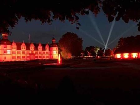 In der Zeit zwischen dem 1. und 4. Advent verwandelt sich der Neuhäuser Schlosspark in eine kunstvolle Lichtinstallation.Foto:© Schlosspark und Lippesee Gesellschaft