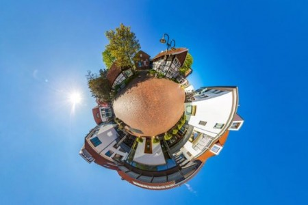 360-Grad-Fotografie – hier eine Impression des Gütersloher Fotografen Matheus Fernandes vom Stadtmuseum –ermöglicht ein vollständiges Rundum-Erlebnis der jeweiligen Örtlichkeit. Der städtische Fachbereich Kultur ermöglicht fünf Kunstschaffenden virtuelle 360-Grad-Rundgänge durch ihre Ateliers.Foto:Stadt Gütersloh