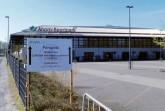 Zeugnis der Pandemie: Hinweisschild auf das Corona-Testzentrum im ansonsten geschlossenen Ahorn-Sportpark, 10. April 2020.Foto:© Stadt- und Kreisarchiv Paderborn