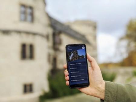 Christopher Horstmann, wissenschaftlicher Volontär des Kreismuseums, hat die neue App erarbeitet. ©Kreismuseum Wewelsburg