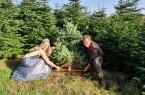 Symbolischer Start der Weihnachtsbaumsaison mit Weihnachtsbaumkönigin Laura Stegemann und Eberhard Hennecke, Foto: Gartenbau NRW