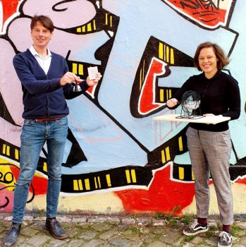 Weberei-Chef Steffen Böning und Programmleitung Jana Felmet freuen sich auf das interaktive Weberei-Bingo am 27. November, Foto: Bürgerkiez gGmbH // Die Weberei