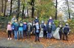 """Ausgestattet mit Müllsäcken und Handschuhen hat sich die Löwenklasse der Hundertwasserschule gemeinsam mit zehn weiteren Schulen an der städtischen Aktion """"Schulputz"""" beteiligt.Foto: Stadt Gütersloh."""