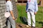 """Auf dem beigefügten Foto sind zu sehen: Nicole  Schweitzer aus der Presseabteilung der  Stadt Vlotho im Ge s präch mit dem """" Exteraner Müller"""" Wolfgang KlughardtFoto: Stadt Vlotho"""