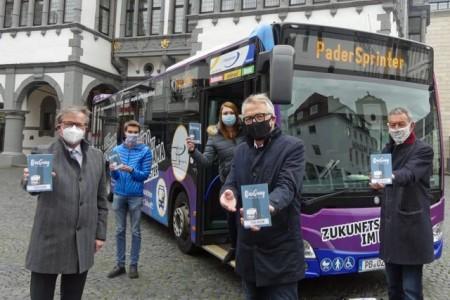 """Mit dem neuen Wanderführer """"BusGang"""" durch die Stadt Foto:Stadt Paderborn."""