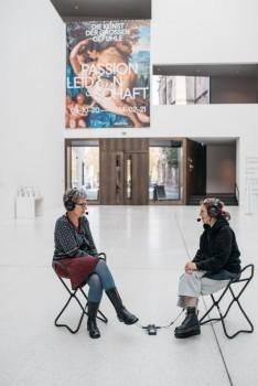 """Im Podcast """"Foyergespräche"""" sprechen Mitarbeiterinnen des LWL-Museums für Kunst und Kultur über die Museumsarbeit. Foto: LWL/ Neander"""