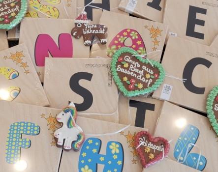 Ab dem 14.11. lockt die Bad Sassendorfer Kaufmannschaft mit dem Christmas Scrabble in den Ort. Zu gewinnen gibt es 28 Einkaufsgutscheine im Wert von je 25,00 €. (Foto: Gäste-Information & Marketing Bad Sassendorf)