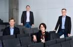 Dekan Prof. Dr.-Ing. Rolf Naumann (vorne links), Prodekanin Prof. Dr.-Ing. Andrea Kaimann (rechts) sowie die beiden Prodekane Prof. Dr. Axel Schneider (hinten links) und Prof. Dr.-Ing. Joachim Waßmuth (rechts) freuen sich auf die neuen Aufgaben.  Foto: Philip Fröhlich/FH Bielefeld