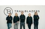 """Das Team des Bielefelder Startups """"The Trailblazers"""" mit Geschäftsführer Jannis Johannmeier (1.v.l.) wird bei der Entwicklung ihrer Geschäftsidee vom Center for Entrepreneurship (CfE) der FH Bielefeld beraten und unterstützt. Foto: Benni Janzen / The Trailblazers"""