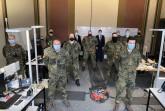 Landrat Jürgen Müller und Kreisdirektor und Krisenstabsleiter Markus Altenhöner verabschiedeten die Soldaten, die nun wieder anderen Aufgaben nachgehen.Foto: Kreis Herford