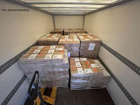 Es kam einiges zusammen: Fast 3.200 Boxen wurden im November und Dezember gepackt. Dieses Foto zeigt einen Teil davon in einem Lastwagen.