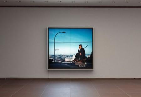 Jeff Wall, The Thinker, 1986. Courtesy the artist. Ausstellungsansicht. Foto: Philipp Ottendörfer