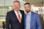 Hätten sich mehr erwartet: Thomas Sprehe (l.), Vorsitzender des Wirtschaftsclubs, und Kevin Taron, Vorsitzender der Wirtschaftsjunioren Paderborn+Höxter fehlt nach wie vor ein Plan der Politik für die Folgen der Coronapandemie. Das Foto entstand beim Jahresempfang 2020 vor Ausbruch der Coronakrise.