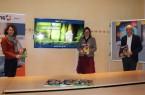 """Das Frühjahrssemester der Volkshochschule Gütersloh bietet knapp 600 Veranstaltungen, unter dem Titel """"vhs@home"""" gibt es viele Onlineangebote zu entdecken: (v.l.) Henrike Dulisch (pädagogische Leiterin, Volkshochschule Gütersloh), Dr. Mariella Gronenthal (stellvertretende Leitung, VHS) und Dr. Elmar Schnücker (Leiter, VHS) freuen sich, zahlreiche Kurse anbieten zu können. Foto: Stadt Gütersloh"""