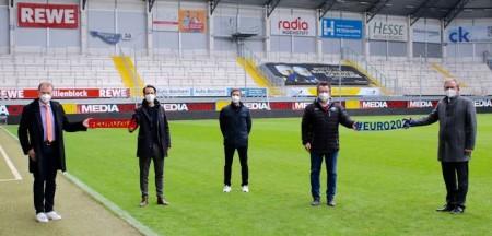 Vorfreude auf die EM 2024 - Ulrich Lange (Bürgermeister Bad Lippspringe), Jürgen Eißmann (Head of Euro 2024), Dirk Floer (Organisation, SCP07), Martin Hornberger (Geschäftsführer SCP07), Michael Dreier (Bürgermeister Paderborn).Foto: SC Paderborn
