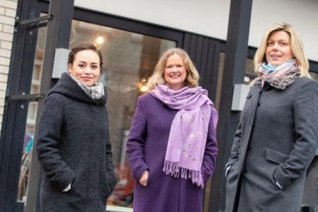 Auf dem Foto sehen Sie v.l.n.r.: Madina Oserow, Claudia Mander und Esther Rosenbrock Foto: Stadt Detmold