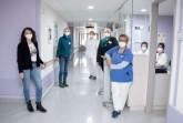In beruhigenden Flieder-Tönen gestaltet: die neue Palliativstation am St. Ansgar Krankenhaus.  Zum Behandlungsteam gehören (von links): Olga Dück (Teamleitung Pflege), Regina Hoffmann-Schiedel (Sozialarbeiterin), Joana Trender (Krankenpflegerin), Friedhilde Lichtenborg (Seelsorgerin), Dr. Liane Sickmann (Ärztliche Leiterin), Nadine Zenunaj (Arzthelferin) und Anke Hütte (Krankenpflegerin).