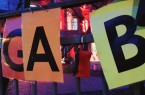 Am Gabenzaun der Weberei befindet sich die Box, in der Freiwillige und Senioren ihre Kontaktdaten hinterlassen können, damit Mitfahrgelegenheiten zum Impfzentrum geschaffen werden können. Foto: Stadt Gütersloh