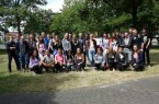 Foto (Universität Paderborn, Department Physik): Die Teilnehmenden des fünften SommerCamps Physik 2019 an der Uni Paderborn.