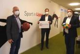 KSB-Präsident Friedhelm Böger, Markus Rempe (Leiter Fachdienst Bildung Lippe) und Landrat Dr. Axel Lehmann (von links) unterstützen lippische Sportvereine in der Corona-Krise. Foto: Kreis Lippe