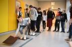 """Teamarbeit ist auf dem """"Säurepfad"""" gefragt. Die Schülerinnen und Schüler der 7a sind ehrgeizig bei der Sache. Auch in der Sekundarschule Bethel trainierten Schülerinnen und Schüler das soziale Miteinander. Foto: Christian Weische"""
