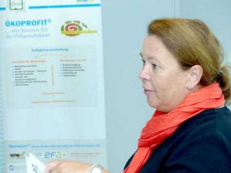 Welche Bedeutung das Umweltberatungsprogramm ÖKOPROFIT für einen besseren Klimaschutz besitzt, unterstreicht die Anwesenheit von NRW-Umweltministerin Ursula Heinen-Esser bei der letzten Urkundenübergabe an die teilnehmenden Unternehmen aus dem Kreis Höxter. Foto: Kreis Höxter