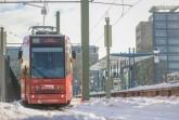 Viele Haltestellen und Schienen wurden am Wochenende von Schnee und Eis befreit. Foto: Sarah Jonek