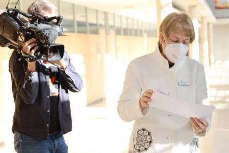 Dr. Anne Bunte, Leiterin Abteilung Gesundheit, bei einem Dreh des Westdeutschen Rundfunks im Kreishaus.