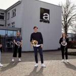 Ahlers gratuliert Auszubildenden zur bestandenen Abschlussprüfung