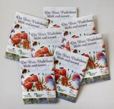 Saatgut-Tütchen sind ab Donnerstag bei der A.V.E. erhältlich. Foto: Kreis Paderborn.