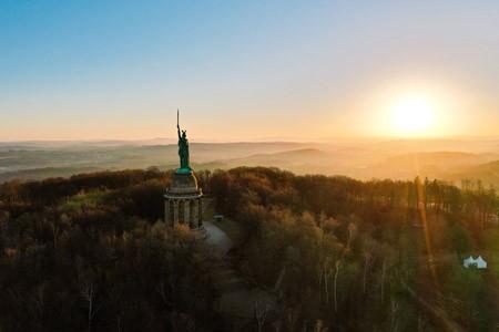 Wird für seine Besucher bald noch attraktiver, zugänglicher und bedeutungsvoller: Das Hermannsdenkmal in Detmold. Foto: LVL